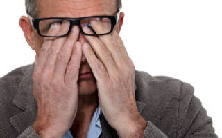 Почему от сварки глаза болят только ночью?