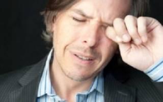 При температуре больно поднимать глаза вверх и болит голова